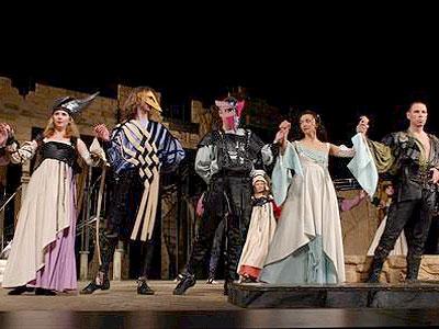 В Мюзик-Холле Адюльтер и Ночной кошмар, а в ДК Выборгский – Ромео и Джульетта