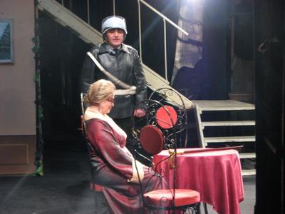 В Выборгском ДК состоялся спектакль, по комедии Робера Ламуре и комедия Любовь не картошка – выбросишь в окошко