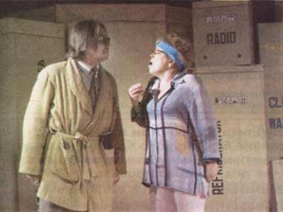 На сцене комедия по пьесе «Мамуля»