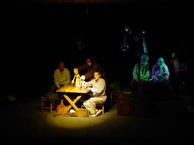 Спектакль «Арлекин» в исполнении группы DEREVO